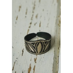 Akessbi ring with crown design