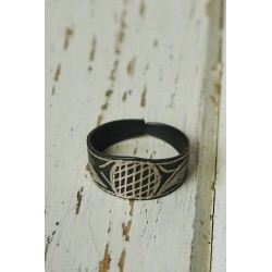 Akessbi ring with geometric...