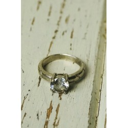 Ancient silver ring with glitter