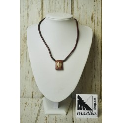 Leather and shell's necklace